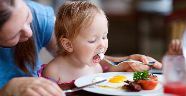 baby-eating-egg